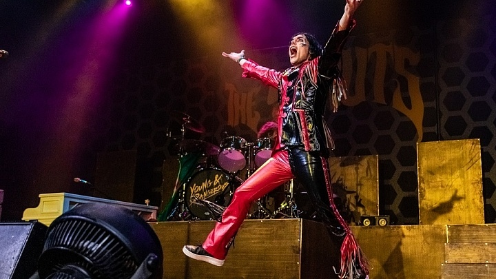 The Struts provide an engaging and charismatic show at the